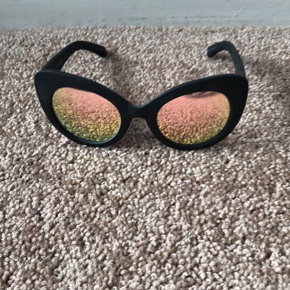 e75c886eb5 Quay screamin diva sunglasses. M 5b089b7084b5ce195b6a5cf5